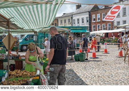 Richmond, North Yorkshire, Uk - August 1, 2020: A Woman Wearing A Face Mask Browses At The Fruit And