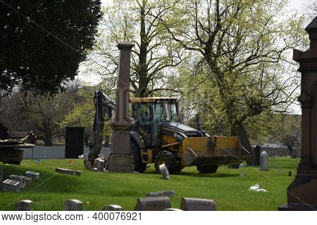 Chicago, Il May 7, 2020, Gravesite Being Dug With A Caterpillar Backhoe Oak Woods Cemetery