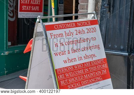 Richmond, North Yorkshire, Uk - August 1, 2020: A Sign Outside Of A Shop Ensuring That People Wear F