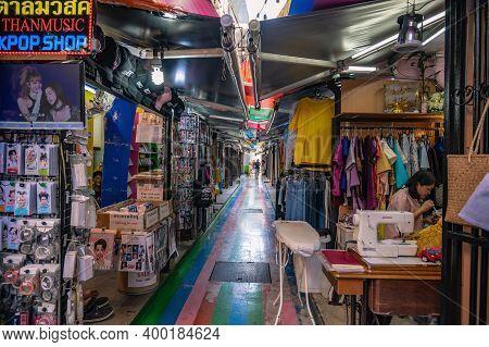 Bangkok/thailand-31 Dec 2019:unacquainted People Walking In Siam Square Alley Market At Bangkok City