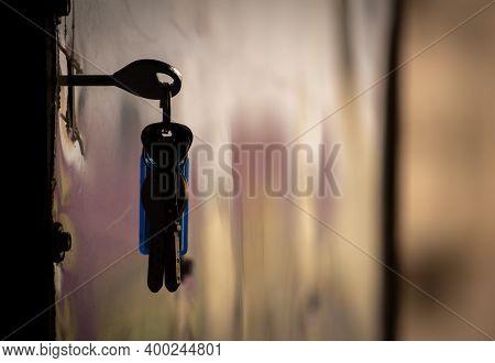 Bunch Of Keys Hanging In A Door. Door Keys To Open Front Door In Home.