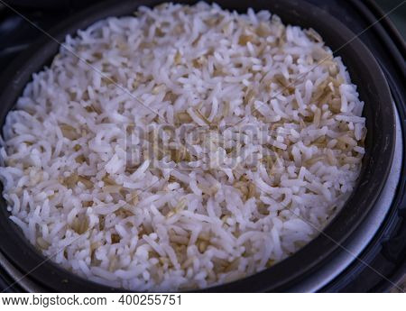 Jasmine Rice Cooking Mixed With Coarse Brown Rice (milled Rice Imperfectly Cleaned, Unpolished Or Ha