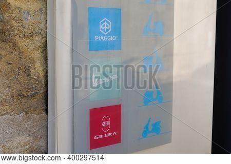 Bordeaux , Aquitaine  France - 12 15 2020 : Piaggio Vespa And Gilera Brand Dealership Sign Of Italia