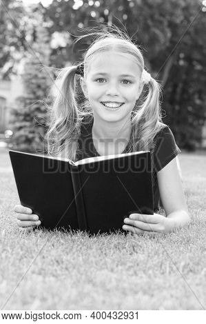 Summer Reading Club. Happy Girl Read Book On Green Grass. Summer Reading List. Summer Vacation. Scho