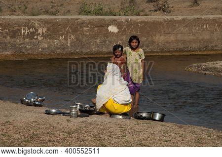 Sasan, Gir Sanctuary, Gujarat, India-february 2, 2010: Indian Family Washing The Cooking Utensils In