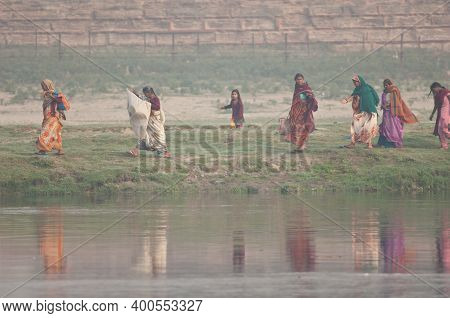 Yamuna River, Agra, Uttar Pradesh, India-february 13, 2010: Indian Women Walking Along A Riverside.