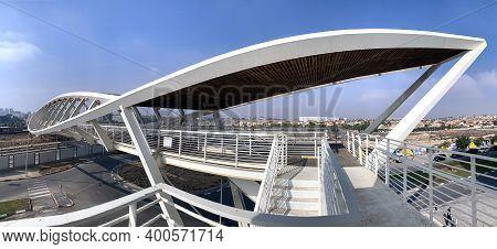 Beer Sheva, Israel - December 22, 2020: Footbridge In The New High-tech Park In Beer Sheva.  Archite