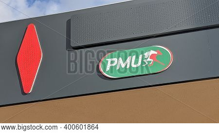 Bordeaux , Aquitaine  France - 20 15 2020 : Pmu Logo Text And Sign Tobacco On Store Front Sign Frenc