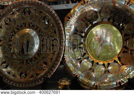 13,01,2009 Egypt, Hurghada. Plates And Trays With Coinage In A Souvenir Shop