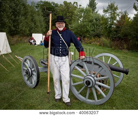Soldier with a cannon