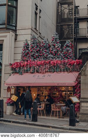 London, Uk - December 5, 2020: Christmas Themed Facade Of El And N Cafe In Mayfair, An Affluent Area