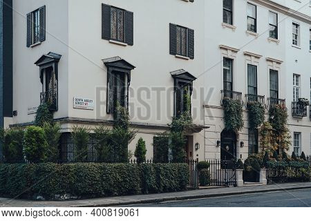 London, Uk - December 5, 2020: Row Of Traditional Houses On South Audley Street In Mayfair, An Afflu