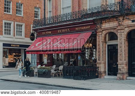 London, Uk - December 5, 2020: Facade Of Richoux Tea Room And Restaurant In Mayfair, An Affluent Are
