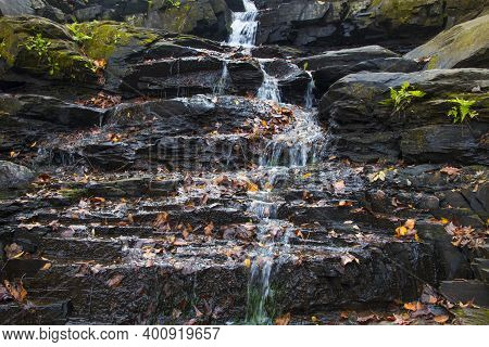 Augusta, Ga Usa - 12 12 20: Augusta Canal Trail Waterfall On Rock Slabs