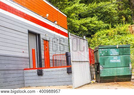 Decatur, Ga / Usa - 07 07 20: View Of The Back Area Of Autozone With A Green Dumpster