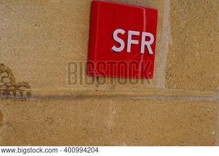 Bordeaux , Aquitaine  France - 12 19 2020 : Sfr Logo Sign And Text Brand On Store French Phone Opera
