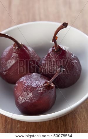Pears in wine poached