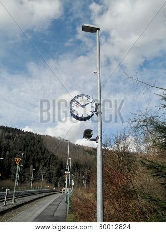 A clock at a breakpoint