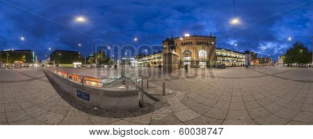 Ernst-August Plaza in Hannover. Panorama.