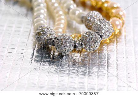 Lying down elegant necklaces