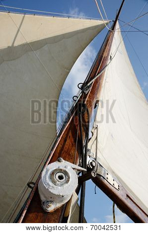 Boat Standing And Running Rigging - Mainsail,backstay,pulley Blocks,winch,rope And Guy Lines