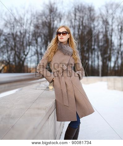 Beautiful Woman Dressed A Coat And Sunglasses In The City