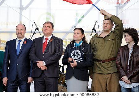 Orel, Russia, May 07, 2015, Victory Guinness Record: Leonid Muzalevsky, Vadim Potomsky, Seyda Subasi