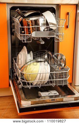 Clean Dishes Dishwashing Machine