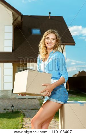 Young woman carrying boxes