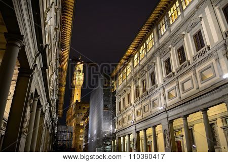 Galleria Degli Uffizi With Palazzoo Vecchio On The Background