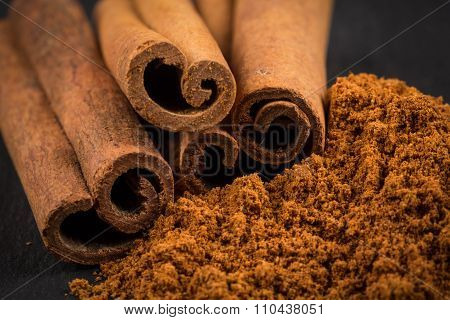 Cinnamon Sticks With Powder