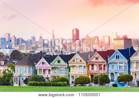 Evening skyline of San Francisco, painted ladies