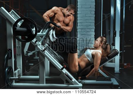 Man Bodybuilder Trains The A Woman.