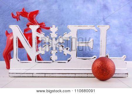Modern Christmas Mantel Decorations.
