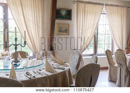 Elegant Round Tables
