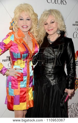 LOS ANGELES - DEC 4:  Dolly Parton, Stella Parton at the Dolly Parton's Coat Of Many Colors at the Egyptian Theater on December 4, 2015 in Los Angeles, CA