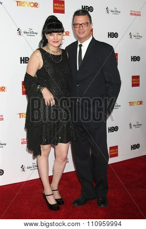 LOS ANGELES - DEC 6:  Pauley Perrette, Thomas Arklie at the TrevorLIVE Gala at the Hollywood Palladium on December 6, 2015 in Los Angeles, CA