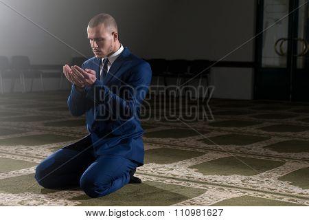 Young Business Man Muslim Praying