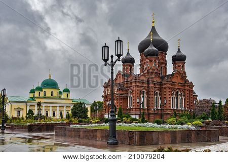 Church of the Transfiguration, the Dormition Cathedral and the monument to Tula gingerbread in the Central square in Tula.