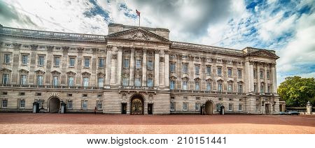 London, the United Kingdom: facade of  Buckingham Palace