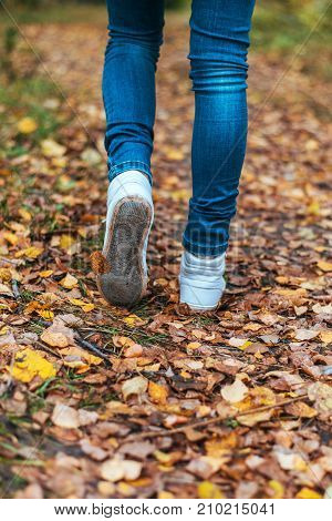 The little girl stuck to the sheet. A man stops walking. The girl's girlfriend's. Hot girls on the nature in the park among the leaves of yellow. Autumn park in bright colors.