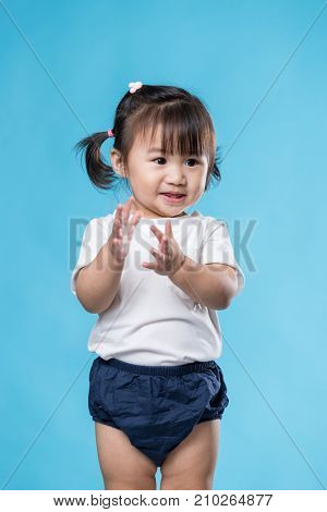 Baby girl clap hand