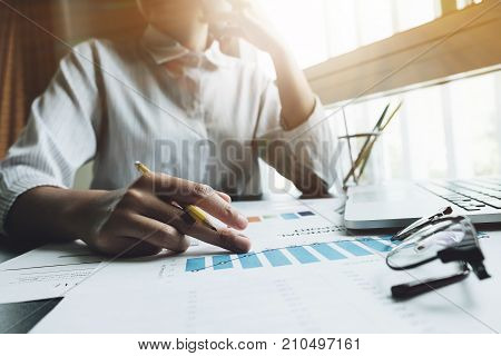 Photo Business Woman Wearing Modern White Shirt, Talking Smartphone With Accountant Consult And Hold