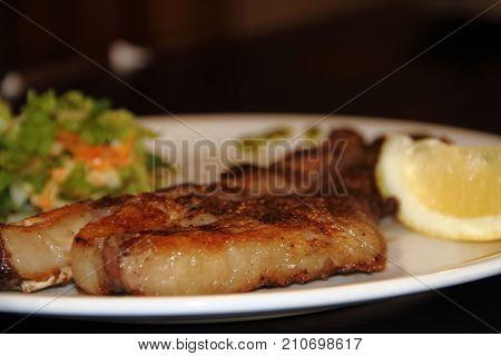 costilla de vaca asada a la s brasas tipica comida argentina