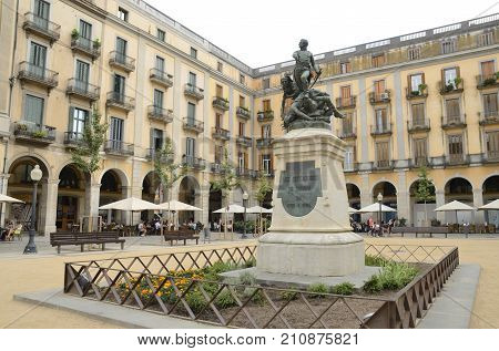 GIRONA, SPAIN - JULY 24, 2017: Monument to defenders of Girona in Plaza of the Independence in Girona Catalonia Spain.