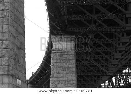 Black/White Bridge Supporting Pillars And Girders