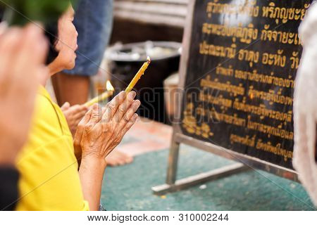 Lamphun, Thailand-december 31, 2018 : Thai Woman Read The Hymns To Worship And Requesting Blessings