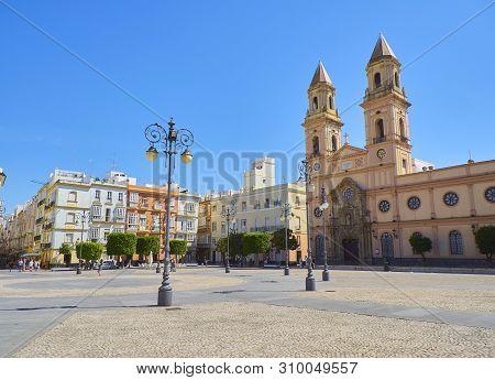 Cadiz, Spain - June 22, 2019. San Antonio Square With The Parroquia De San Antonio Church In The Bac