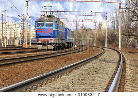 The Prospect Of Many Multi-lane Railways For Electric Trains With Overhead Power Lines In The Early