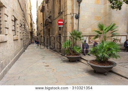 Barcelona, Spain- 09 November 2014: Barcelona, Spain- 09 November 2014: Carrer De Sant Sever, Narrow
